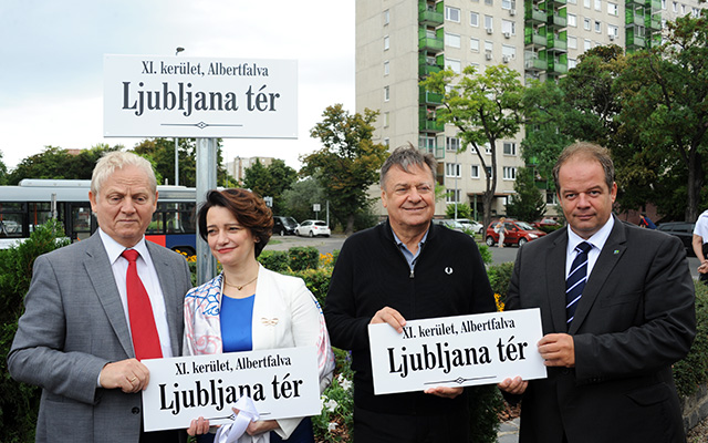 István Tarlós, Mayor of Budapest, Ksenija Škrilec, departing Ambassador of Slovenia in Hungary, Zoran Janković, Mayor of Ljubljana and Tamás Hoffmann Tamás, Mayor of Újbuda (l-r) at the naming ceremony